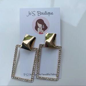 Jewelry - Long gold studs earrings